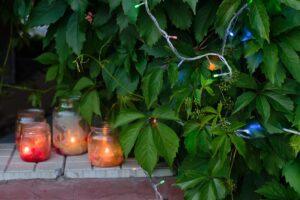 Tante idee per illuminare un giardino a costo zero