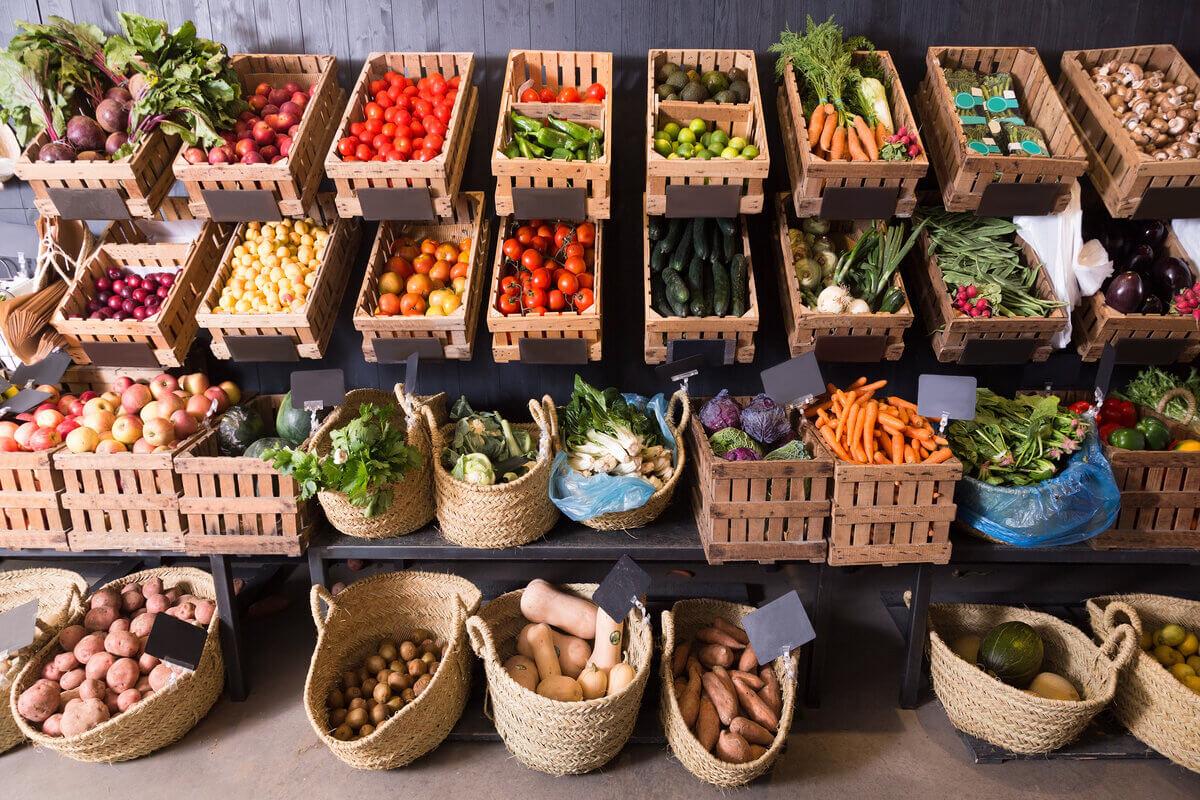 Alimenti sostenibili - mercato frutta e verdura