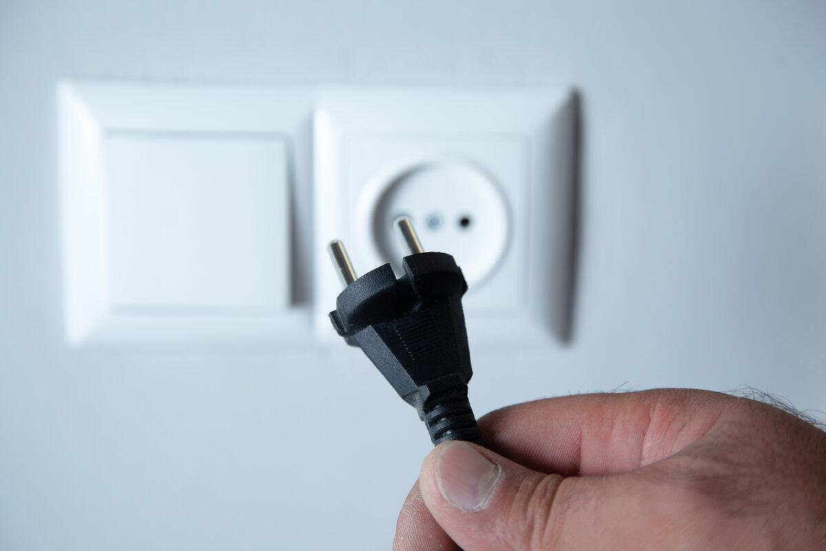 Risparmiare energia elettrica - spina corrente