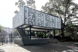 Le iniziative sostenibili nel mondo La micro-biblioteca realizzata con vaschette di gelato riciclate
