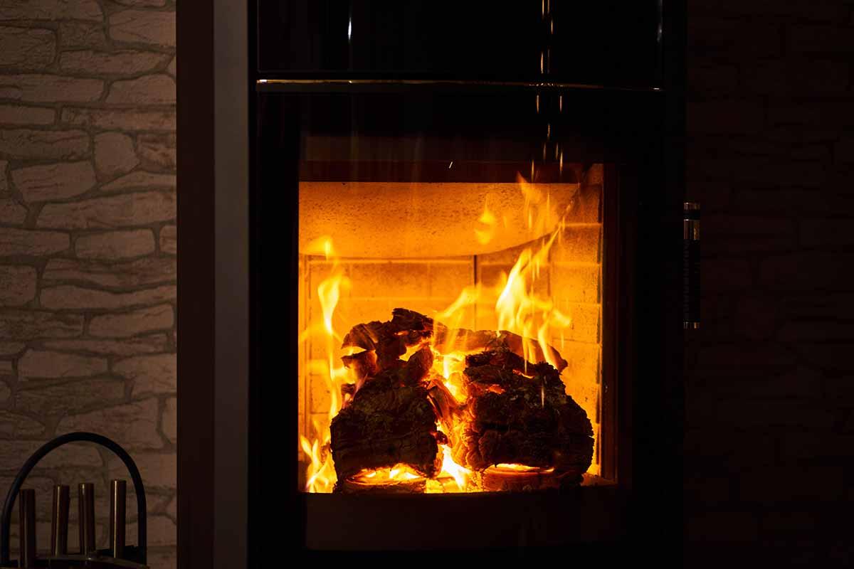 Smaltire la cenere di legna e pellet