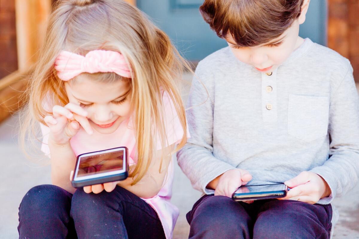 Cellulari ai bambini - pro e contro