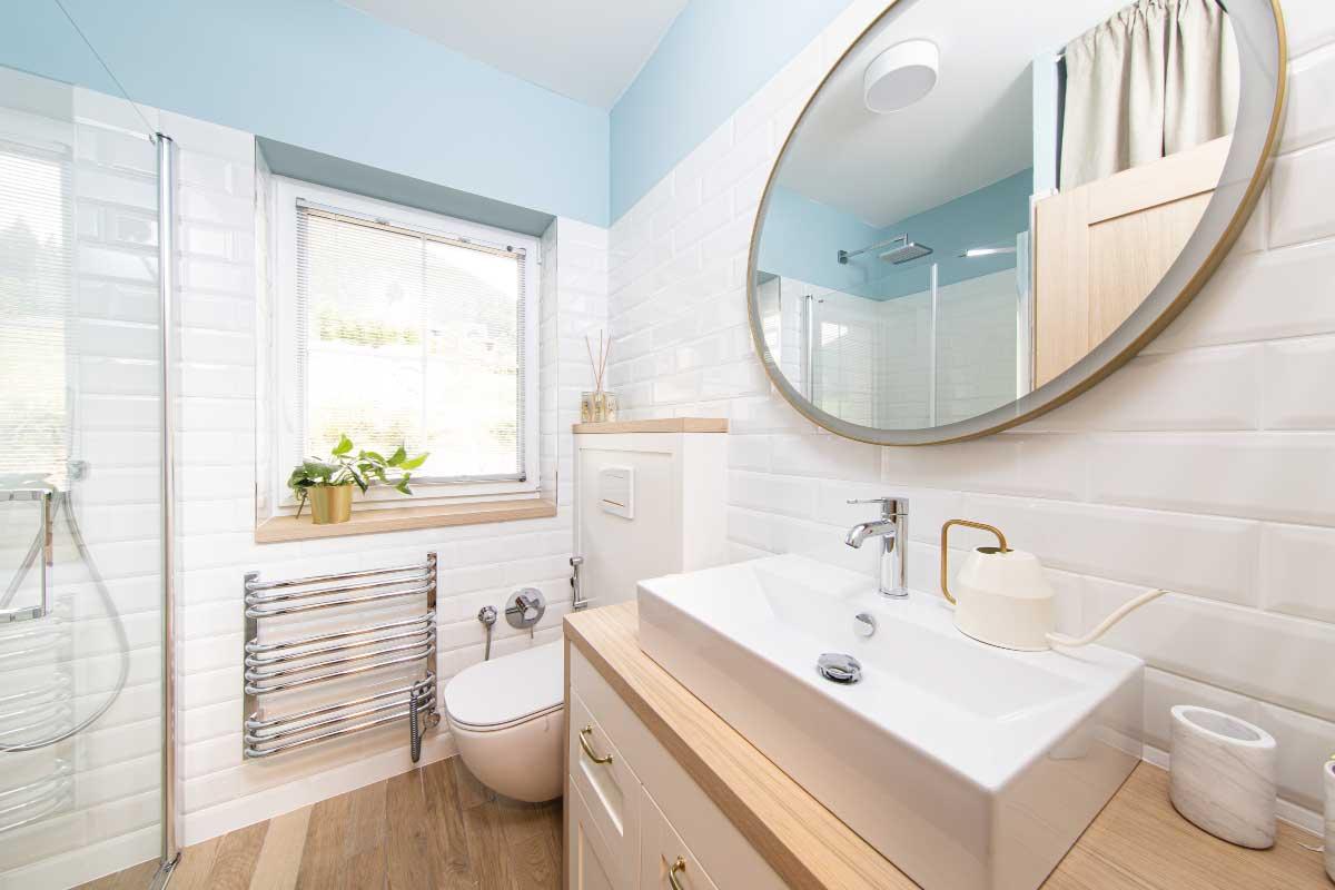 Come arredare il bagno nella casa al mare in stile moderno