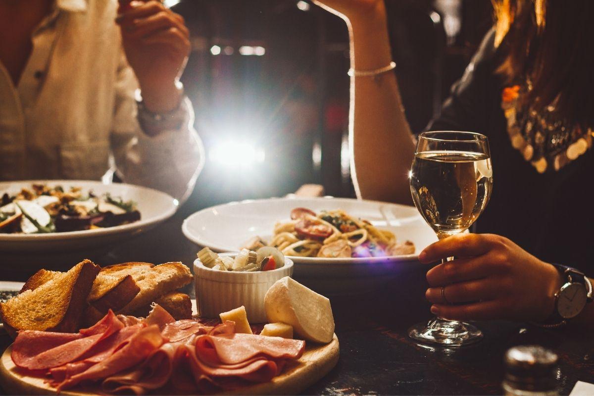 È vero che mangiare la pasta a cena fa ingrassare?