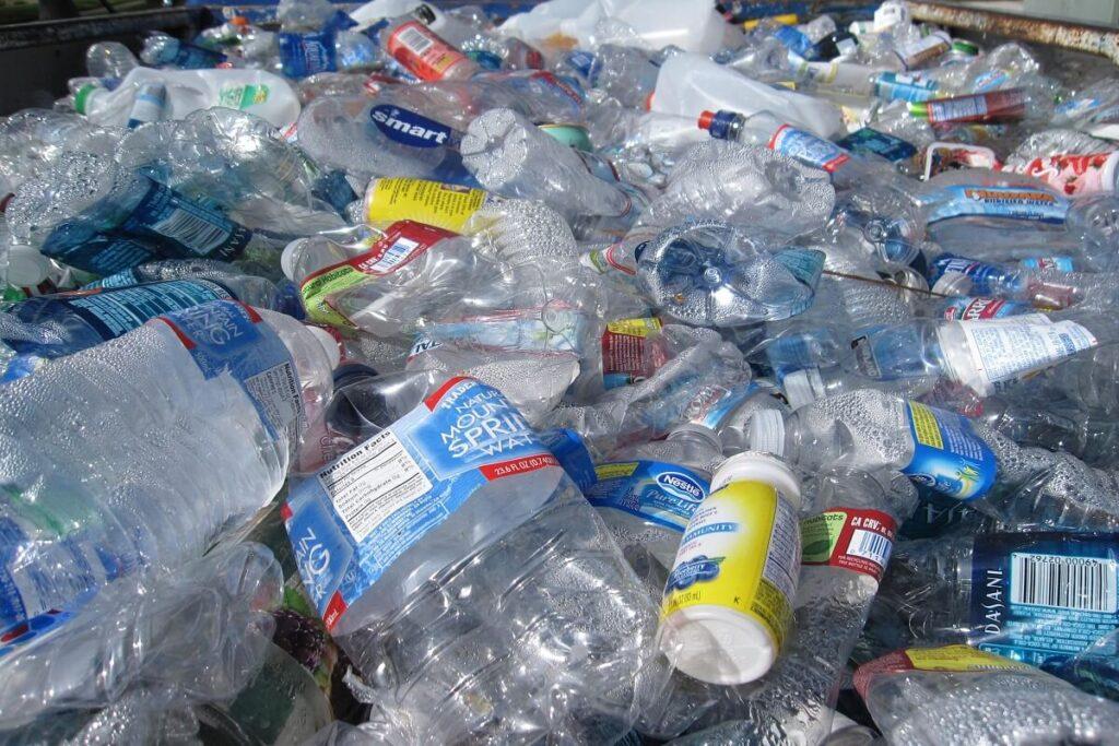 Il riciclo della plastica per pagare la retta scolastica in India è possibile