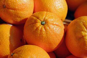 legno trasparente dalle bucce di arancia - sostenibilità