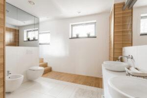 posizionare i sanitari in base alla forma del bagno e dei metri quadrati disponibili