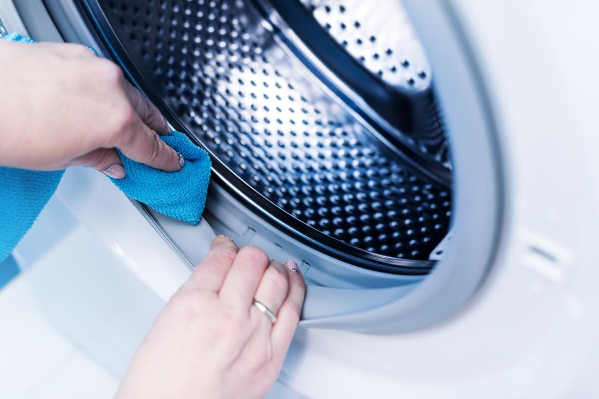la lavatrice puzza di muffa - rimedi utili
