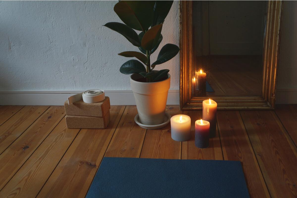 l'ambiente ideale per praticare yoga a casa