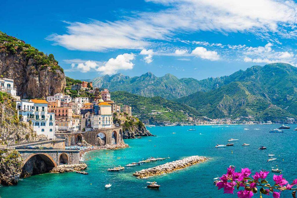 Dove trasferirsi al mare in Italia con pochi soldi