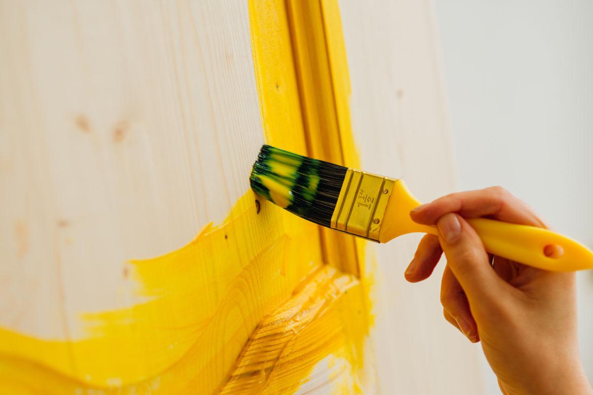Le migliori marche di vernici per il legno in colori tendenza