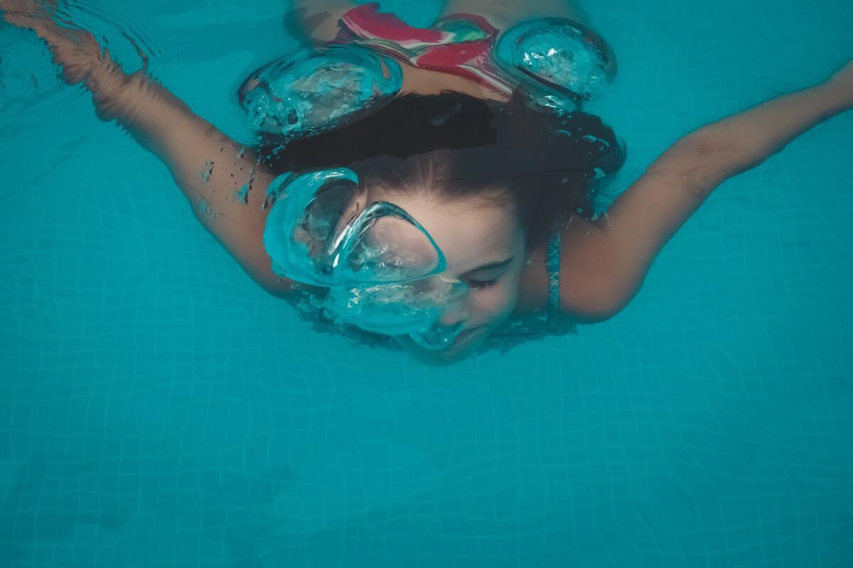 insegnare a nuotare ai bambini - come fare