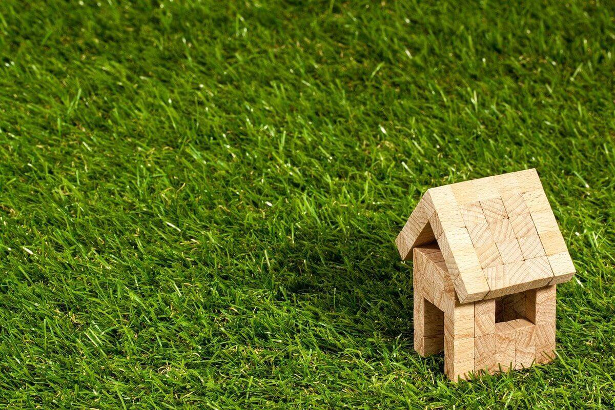 Mattoni in legno e in plastica riciclata