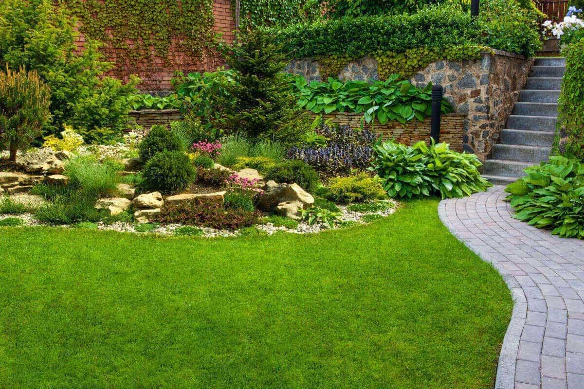 Idee di camminamenti da giardino in pietra per personalizzare gli esterni