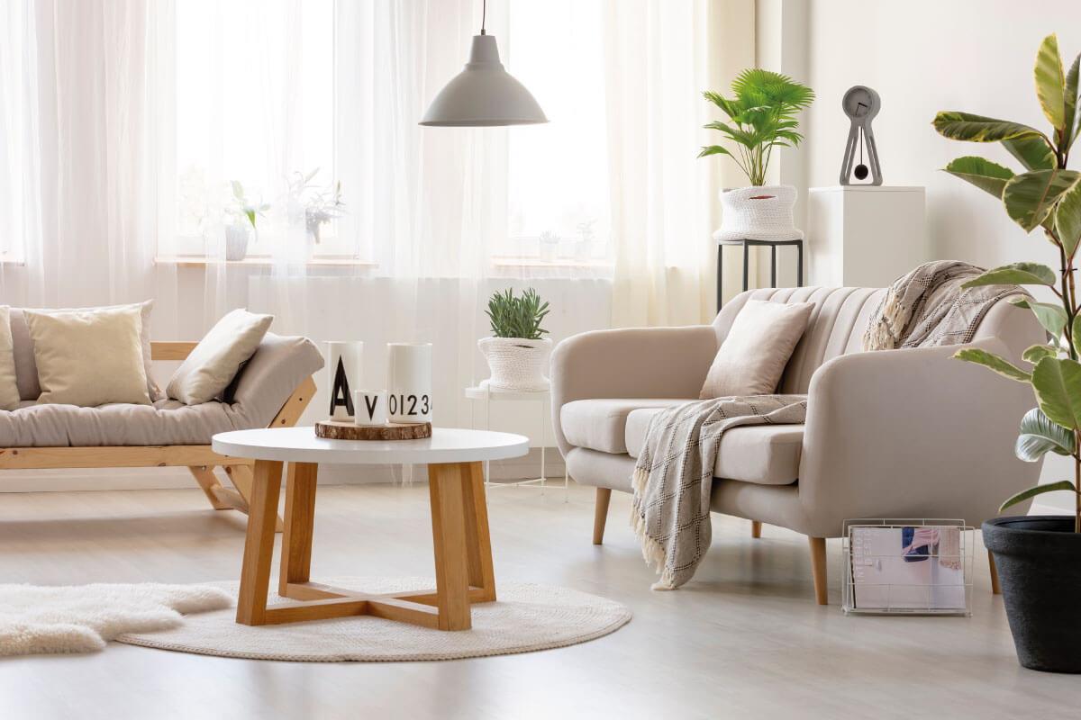 Rendere più comodo un divano con i cuscini imbottiti